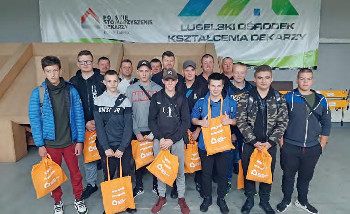 Młodzi dekarze zpracodawcami wLubelskim Ośrodku Kształcenia Dekarzy wpierwszym dniu zajęć praktycznych