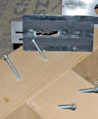 Wkręty umieszczone wotworach wykonanych z użyciem prowadnic świdra PS_1 iPS_2