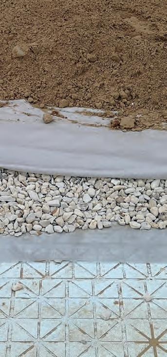Prawidłowo ułożone geowłókniny na drenażu zkruszywa