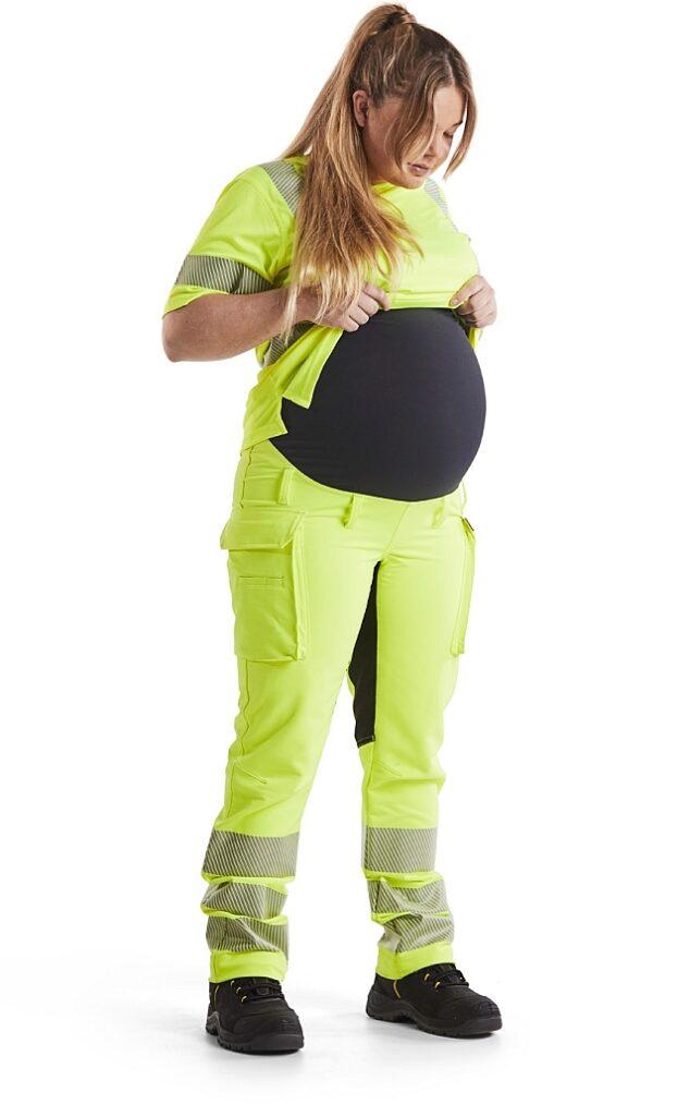 Praca fizyczna wciąży? Tylkojeśli jest bezpieczna iwygodna dla mamy orazdziecka. Aby tobyło możliwe, Blaklader tworzy swoje sprawdzone spodnie także wwersji ciążowej. Fot.Blaklader